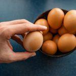 Come controllare la freschezza delle uova, come sceglierle e conservarle