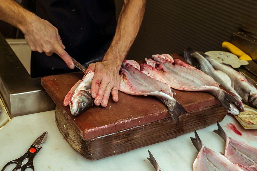 Come eviscerare i diversi tipi di pesce