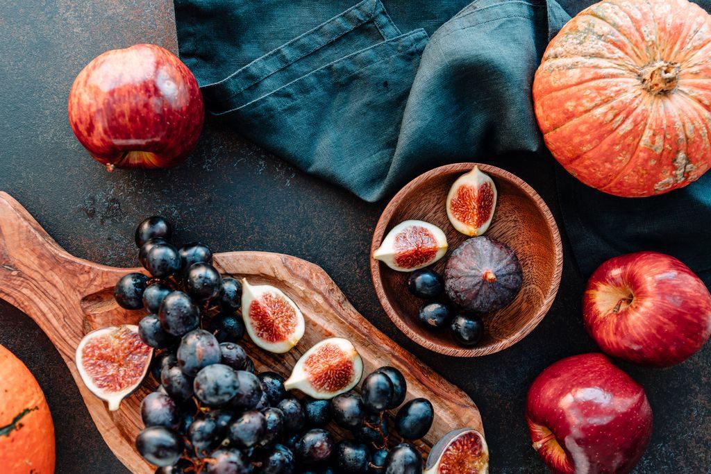 La spesa di settembre: fichi e uva per la frutta, zucca e funghi nelle verdure