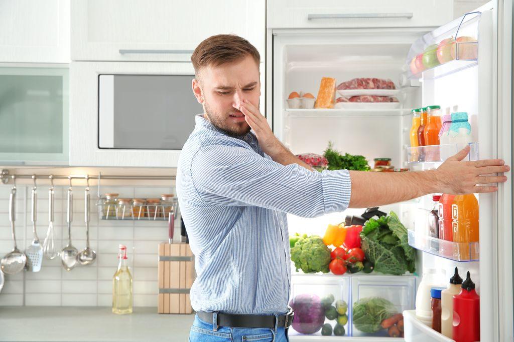 Eliminare i cattivi odori in cucina, ecco come fare