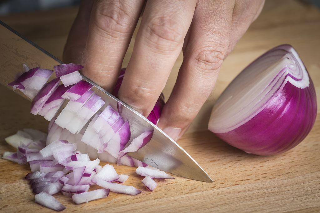 Come tagliare la cipolla a dadini