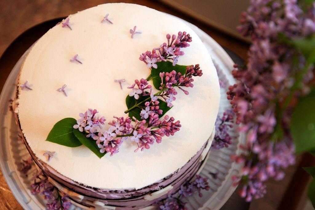 Decorare le torte e i dolci con i fiori