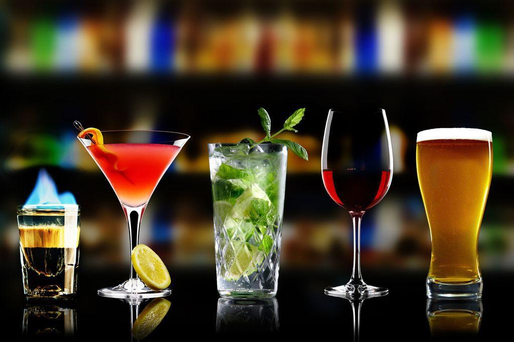 Come scegliere il bicchiere giusto per ogni cocktail