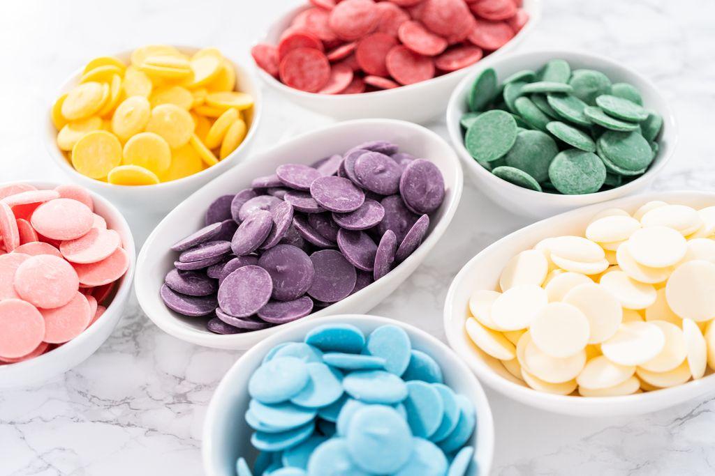 Decorazioni con cioccolato colorato
