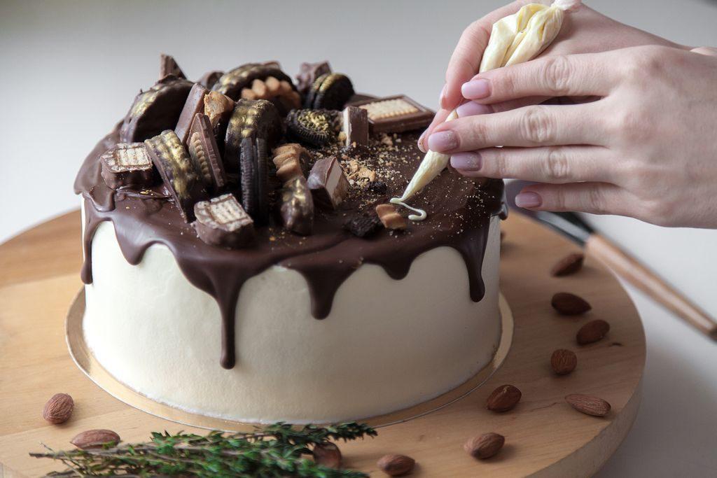 Come fare le decorazioni con il cioccolato