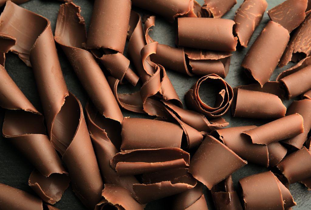 Come fare i riccioli di cioccolato per decorare