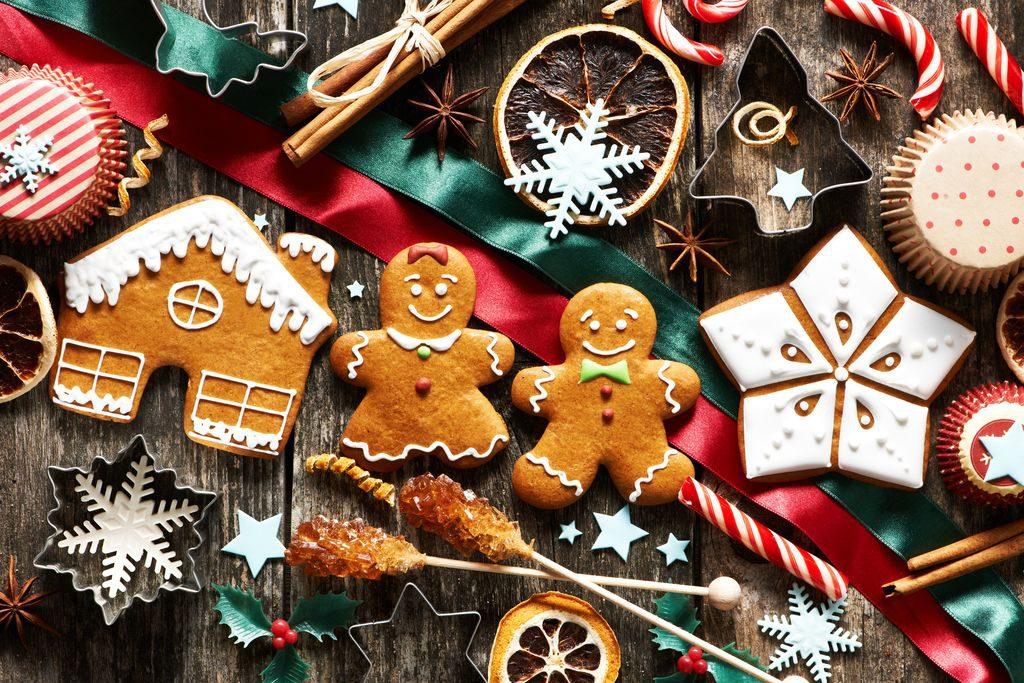 Decorazioni biscotti natalizi con ghiaccia real