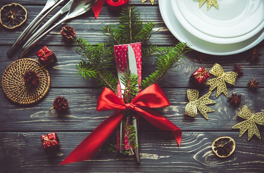 Idee su come piegare i tovaglioli natalizi, a forma di albero ma non solo