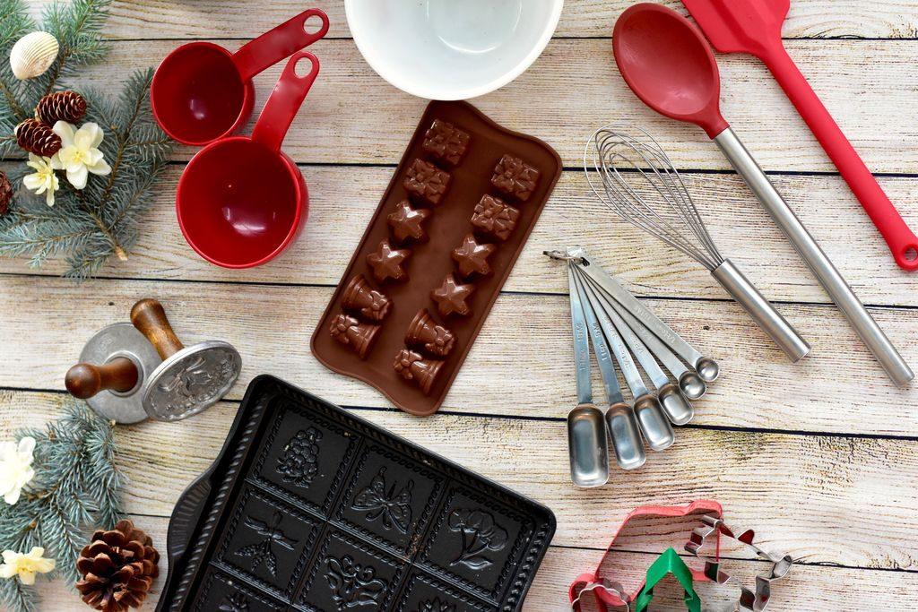 I regali di Natale per chi ama la cucina: per lui, per lei, per fare i dolci e per impastare