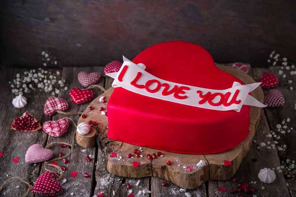 Torte di San Valentino in pasta di zucchero