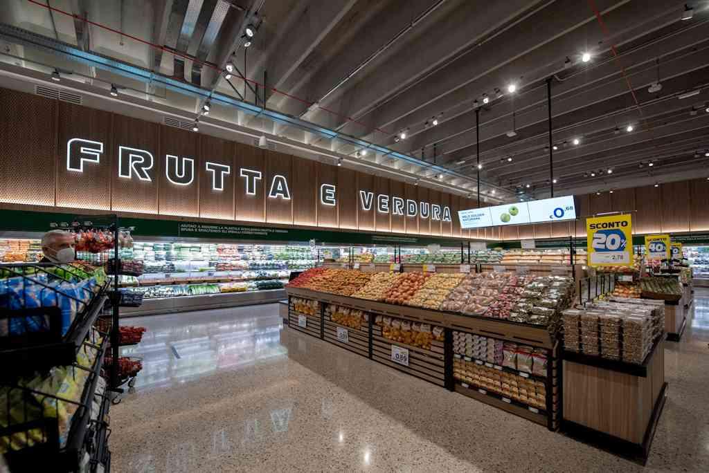 Nuova Esselunga a Varese: apertura di un nuovo superstore in Via Gasparotto: frutta e verdura