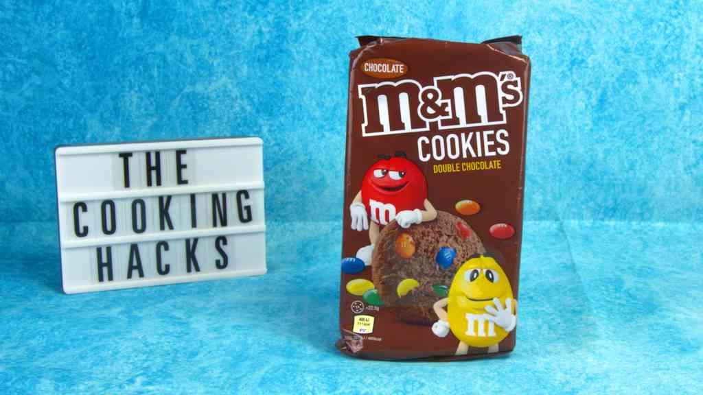 M&M's Cookies Double Chocolate: dove trovare i biscotti al doppio cioccolato, prezzo, calorie e prova assaggio